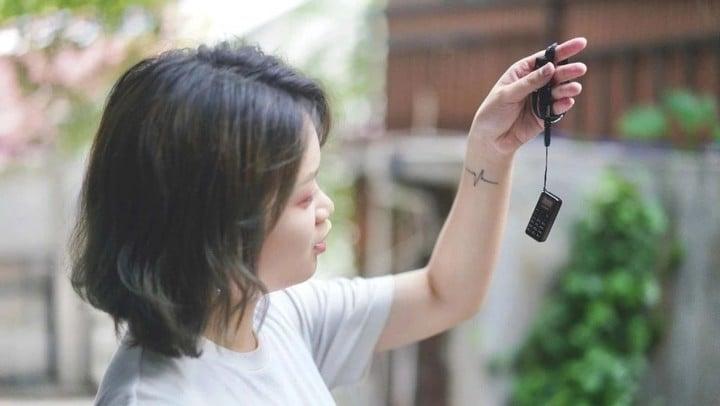 全球最小的手机好不好用?实测 48 小时给你答案