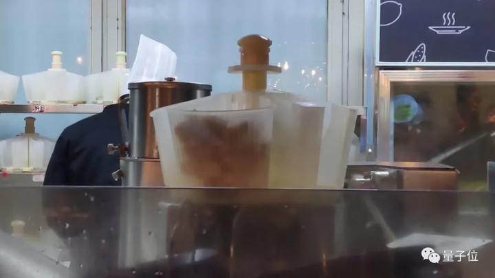 我在未来餐厅让机器人炒了三道菜,没想到,全糊了