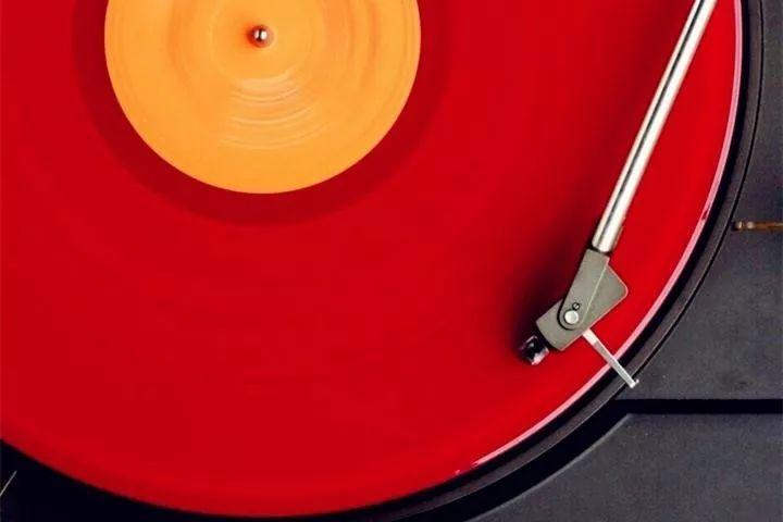 腾讯音乐上市的背景布:播放器里的青春挽歌