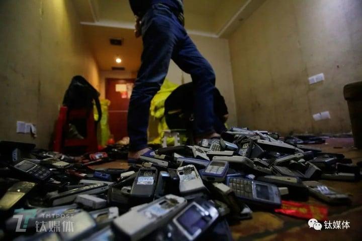 一年废弃4亿部手机都去哪了,我们跟拍5个月还原了全过程丨钛媒体影像《在线》