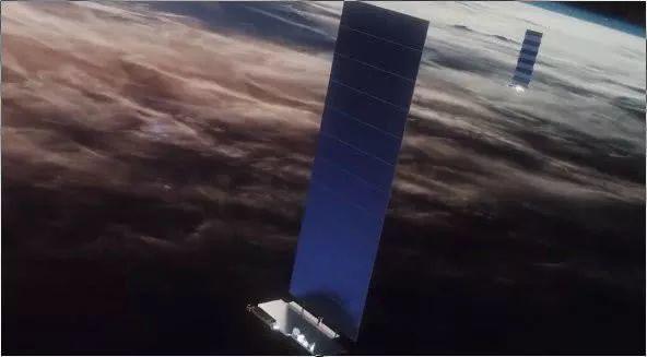 """SpaceX首批60颗""""星链""""卫星升空!开启太空互联网新篇章"""