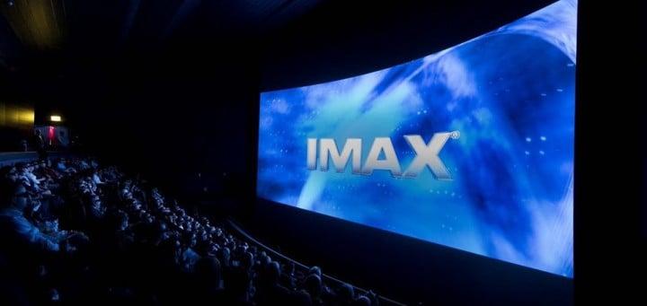 爱奇艺奇遇 2S VR 一体机体验:这可能是最便宜的 200 寸「巨幕影院」
