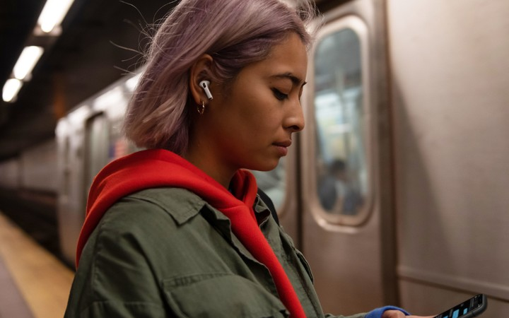 airpods pro hold nw